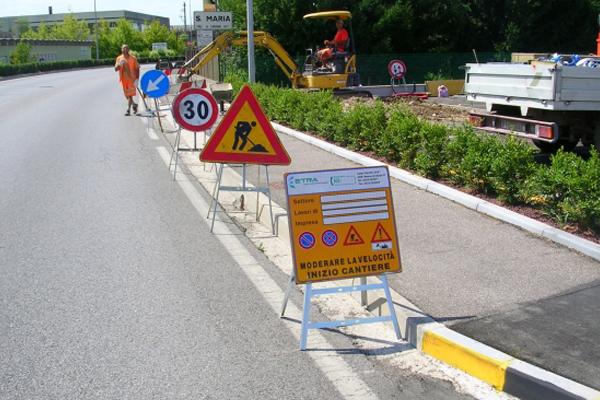 cantieristica_0000s_0004_12969-cantiere-stradale-segnaletica